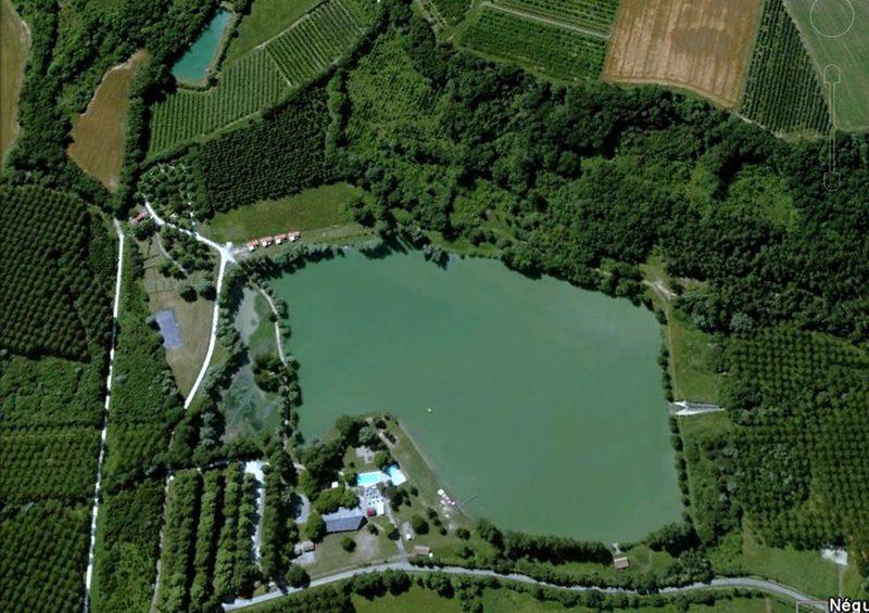 vue arienne camping lac de Neguenou